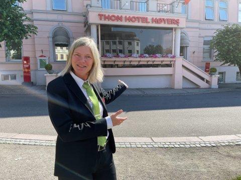 FORNØYD: Hotellsjef Ulla Sneltvedt er fornøyd med at hotellgjestene strømmer til Skien. Foto: Per B. Johansen