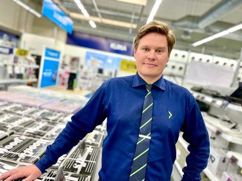 GÅR UNNA: - Ja, det går unna, vi selger som bare det om dagen, forteller butikksjef Morten Müller på Elkjøp på Kjørbekk.