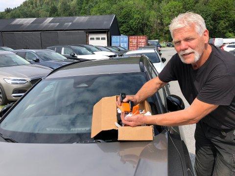 25 NØKLER: - Det føles både godt å riktig å kunne ta ut 25 Volvoer av forskjellig modell til utleie, sier Otter Ødegaarden.