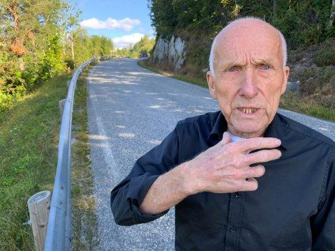 BYGDE VEIEN: Gunleik Høyseth var anleggsleder da tinnsjøveien ble bygget. Han mener veien bare trenger ny asfalt, ikke en en fordyrende dypstabilisering.