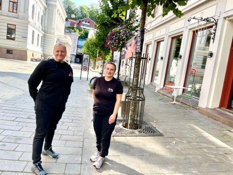 FEST I BYEN: Hele denne uken er det Mersmak-uke i byen. Anna Sofie Willumsen og Violeta Krosa gleder seg.