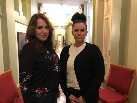 ØNSKER SVAR: Emilie Schäffer i Høyre, her sammen med partikollega Helene Røstholt (t.h.), vil ha svar på vegne av partiet og innbyggerne.