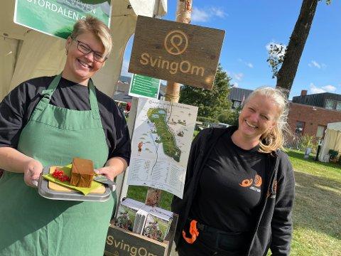 PÅ PLASS: Barbro Stordalen har med  seg den prisbelønte geitosten til Mersmak i helgen. Festivalsjef Anna Sofie Willumsen gleder seg over at hun fikk arrangere festival i år.