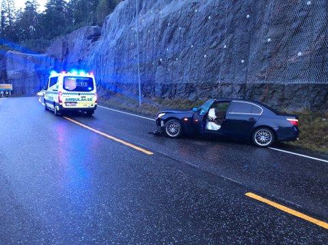 TRAFF FJELLVEGGEN: – Heldigvis holdt bilen lav hastighet, sier politiets innsatsleder på stedet, Rune Sannes.