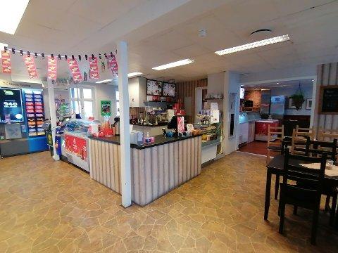 SENTRALT: Torget 10 har servert kaffe, is, vafler og gatekjøkkenmat til Langesundsfolk og besøkende i mange år.