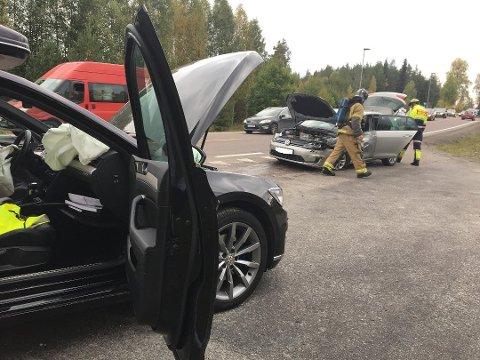 Bilene ble raskt trillet ut av veibanen for at veien skulle kunne åpnes igjen.