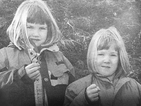 20 år: Solfrid (5) og Veslemøy (7) Wåle hadde funnet Natt og Dag ved lærerskolen.