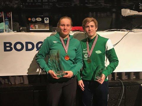 Iselin Moen Solheim og Sondre Svarstad kom hjem med medaljer fra bryte-NM.