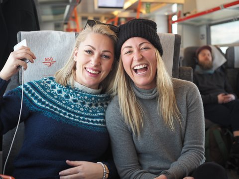 UT PÅ TUR: Karianne Wahlstrøm og Stine Hartmann – begge kjent fra Farmen, er på tur denne og neste helg for å utforske hva Telemark har å by turistene på av vinteraktiviteter. Det gjør de på vegne av Visit Telemark og reiselivsbransjen i fylket.