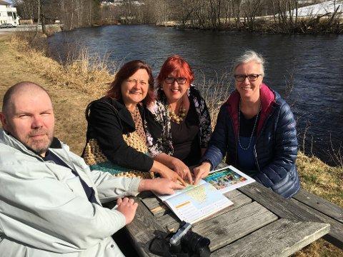 Gode minner:- Kontrasten fra elva i Sauland og Nilen er store, fastslår Tore Hansen, Elisabeth Vaa, Bittens Schei og Torunn Hovde Kaasa, som ser tilbake på en minnerik tur til Uganda.