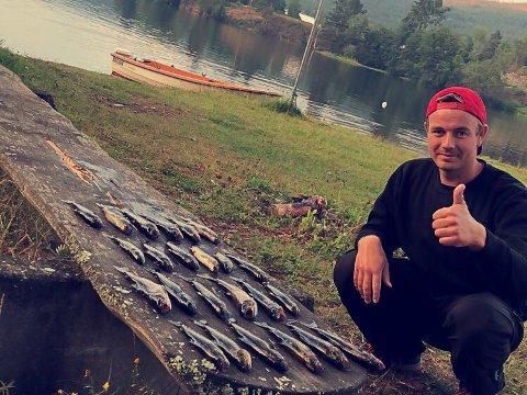 FISKELYKKE: I høst har fisken nappet godt, for Erlend Lange Haave fra Lisleherad.