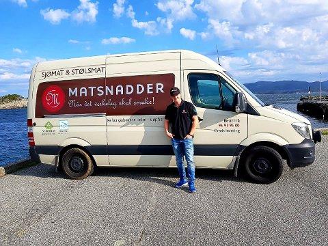 ØSTLANDET: Vestlandsbedriften Matsnadder AS etablerer base på Østlandet, og søker etter folk i Notodden. Her er Tony Andrè Gundersen som har kjørt flere runder i Telemark allerede.