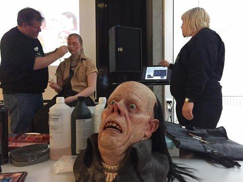 FILMTRIKS: Hele neste uke lærer elever i Notodden-skolene om filmbransjen. Spesialeffekter, sminke og masker er en spennende del av det.