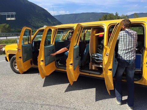 """KLARE: E-76 er klare for tunneloppdrag i november, og kjem sjølvsagt i den gule veteranbilen. Så får me håpe det ikkje blir """"Rusk i forgassar'n"""" eller anna """"Trøbbel""""."""