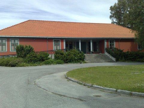 """DEBATT: Helge Simonnes kommer til Menighetshuset til torsdag med et foredrag som er bygd på hans egen bok """"Kampen om korset i politikken"""", en bok som har skapt stor debatt."""