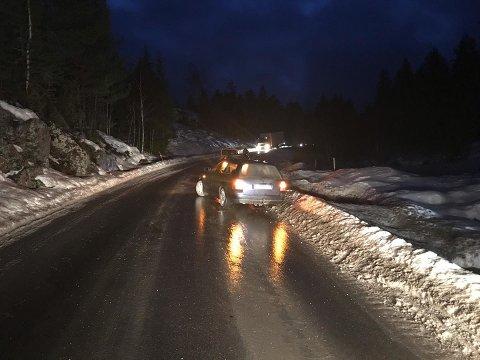 SÅPEGLATT: Det var flere biler som kjørte ut på glatta torsdag morgen. Foto: Jarle Pedersen