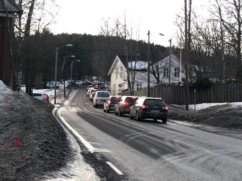 Det var i 15.45-tiden stillestående kø på E134 i Saggrenda. Bildet er tatt fra Saggrenda-krysset og i retning Notodden.
