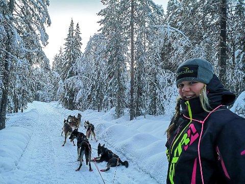 MYE TRENING: Ingrid Andreassen og hundene hadde fredag allerede 240 mil i beina.
