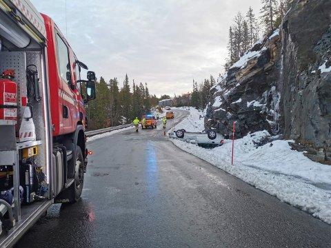 En bilfører mistet kontrollen på stasjonsvogna på det glatte føret. (alle foto Bente Wemundstad)