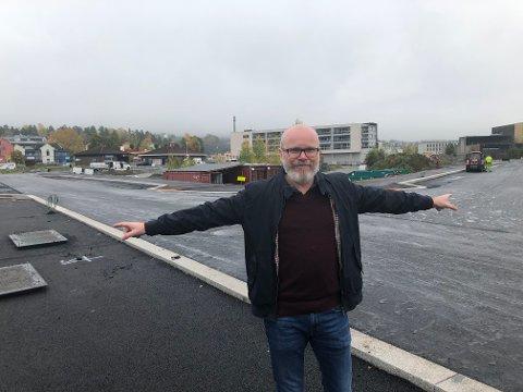 TO GATER, TO NAVN: Kultursjef Terje Malm takker for engasjementet og peker på de to gatene som nå nærmer seg navn. Kommunestyret treffer den endelige beslutningen.