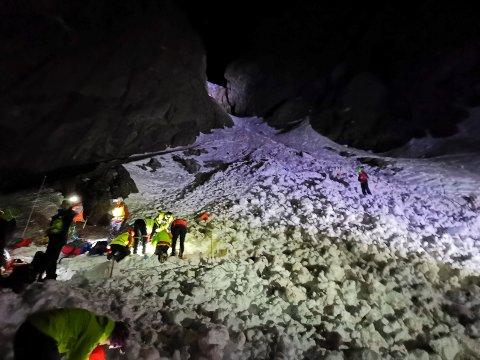 LETEAKSJON: Under helgas lete- og redningsaksjon gikk mannskapene fra elveleiet ved Vemork og inn (bildet). Mandag formiddag ble mannskaper firt ned fra toppen og ned - av sikkerhetshensyn.  (alle foto Langfjella Alpine Redningsgruppe)