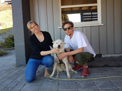 Cecilie Y. Lerstang og samboer Kim Meyer Olsen med huskyen Zelda.