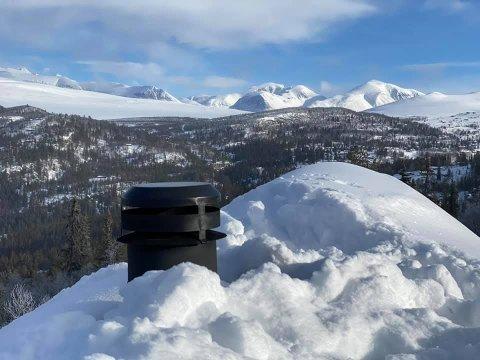 ÅPEN PIPE: Feiersvenner liker det åpne kontorlandskapet sitt veldig godt. Her et bilde tatt av feiersvenn Arne Sæther i Sel brann- og redningsvesen på Mysusæter med utsikt innover Rondane.