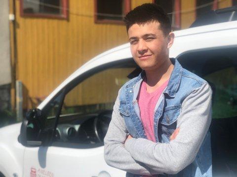 KJØREKLAR: Reza håper at han skal få sertifikatet sitt før sommeren.