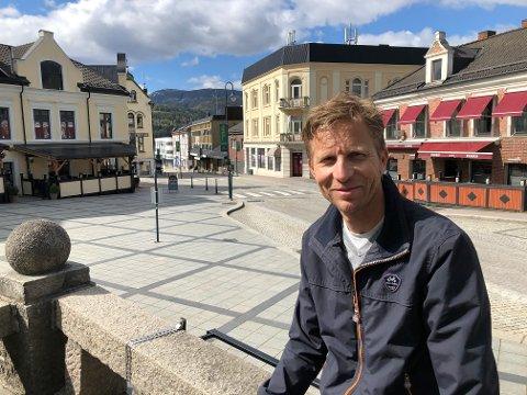 LETTET: Sondre Vassbotten (46) er lettet over at redningsaksjonen for Norwegian kom på plass i formiddag. Onsdag tar piloten igjen av fra rullebanen.