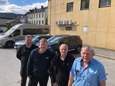ØKER LITT: Jan Skogen (foran), Trond Hugo Nikolaisen, Olav Andreas Simones og John Ragnar Brenna merker at etterspørselen etter drosje er i positiv endring. Nå åpner de opp litt og setter inn flere biler.