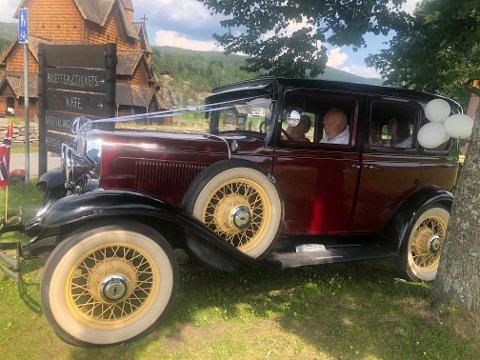 Gullik Lonar er førstegangs-sjåfør for brudepar på Notodden. Og stolt eier av den originale Chevroleten fra 1931.