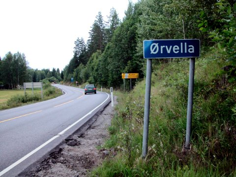 FYLKESVEI 361: Det var på strekningen fra Ørvella til Gransherad John Erlend Finnekåsa kjørte på en stor pukkstein.