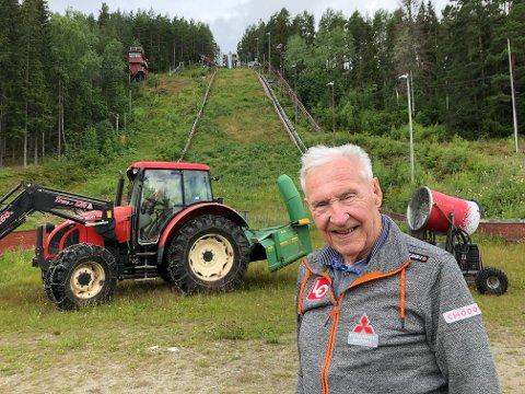 HJEMMEBANE: I Tveitanbakken er Gokke på hjemmebane. Siden 1979 har han jobbet dugnad i bakken som selv Norges Skiforbund har forelsket seg i.