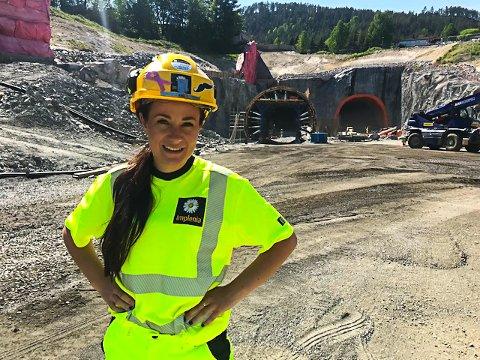 VEI: Karin Haave Oskasin (25) visste tidlig at hun ville jobbe med vei. Nå har hun drømmejobben som miljøingeniør og har vært med på å bygge deler av nye E134.