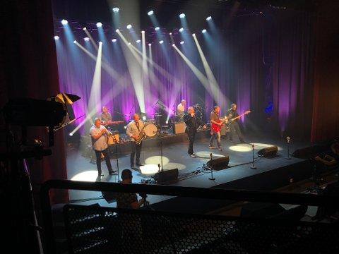 PÅ NRK TV: Norwegian Soul Band med heddølen Kim Rune Hagen i front under storkonserten i Notodden Teater. Lørdag klokka 22.40 kan du se hele konserten på TV, på NRK2, og på nettTV