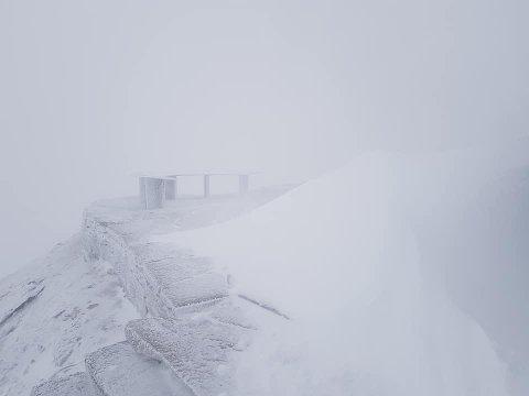 SNØ PÅ GAUSTABANEN: Det kom ca ti centimeter snø i natt.