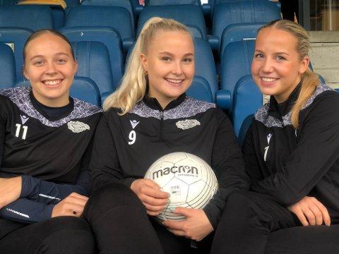ALT FOR LAGET: Eline Bakken, Karianne Haslekås og Julie Kjosvold Pedersen sjonglerer borteboerliv med lidenskapen for Snøgg Fotball.
