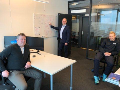 ANSETTER FORTLØPENDE: - Vi får ny kompetanse hele tiden og det ser ut til at takten i nyansettelser må økes, sier Jan-Fredrik Carlsen - her sammen med Ole Ivar Sørensen og Mathias Haugen - begge nyansatt den siste tiden.