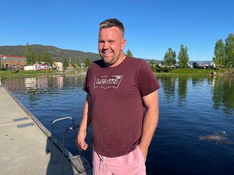 SLUKKET BRANNEN: Kim Roger Flåtin slukket båtbrannen med vannscooter.