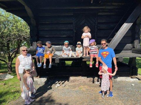 SKOLAND: Avdeling Felix i Solhaug barnehage er på tur i Skolandparken og det er ikke første gangen.
