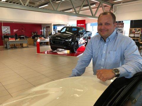 """GLEDER SEG: - Etter en flott reise med som leder av """"team"""" Lauvstadbil AS på Notodden, ser jeg fram til en annen type utfordringer, sier Tor Erik Skildrud."""