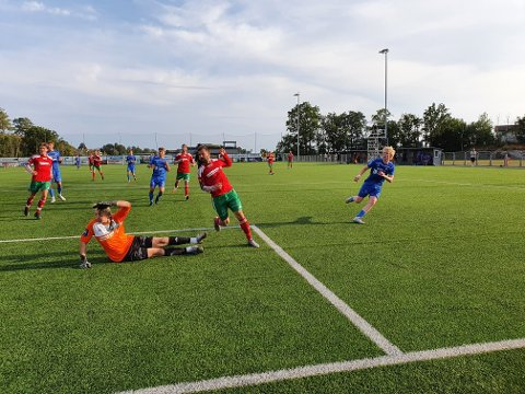 FIRE: Sander Røed var involvert i fire scoringer da Halsen ble slått 5-1.