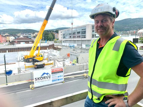Prosjektleder Åge Seltveit i Skorve Entreprenør AS kan forsikre om at alt er i rute og leilighetene er innflyttingsklare om ett år.