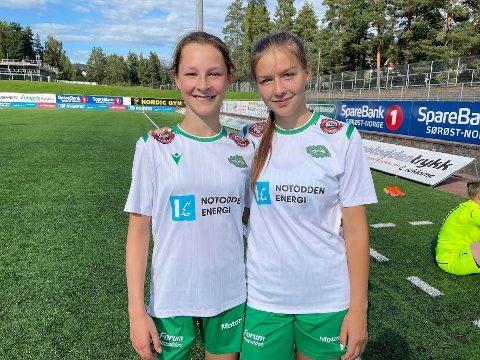 YNGST: Mali Tobiassen (15) og Marie Vik (16) er lagets yngste spillere. - Det var gøy at vi scoret målene, sier jentene som er veldig fornøyde med dagens kamp.