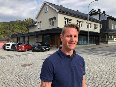 KOMMER: Vegard Åmot og hans Utleiegruppen AS har kjøpt Sports Deals tidligere lokaler i Telegata. 1. november kommer JKE inn i nye forretningslokaler. - Jeg ser at det skjer en positiv utvikling i denne tidligere livlige handelsgata, sier Åmot.