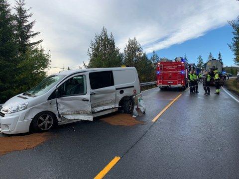SMELL: Førerne i to av de tre involverte bilene er kjørt til legevakt for sjekk. Ulykken skjedde på Meheia.