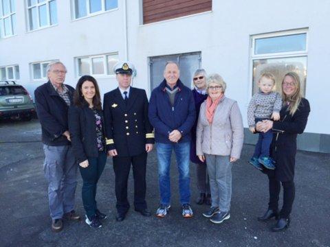 Sp-leder i Kristiansund Erik Hansen (fra venstre), stortingsrepresentant Jenny Klinge, områdesjef Rossvoll, skipssjef Lyngvær Jorunn Kvernen, Maritta Ohrstrand og Ingrid Uthaug fra Sp.