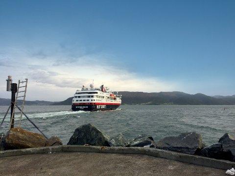 Hurtigruten MS «Spitsbergen» svingte innom Kristiansund, to timer tidligere enn til vanlig. Bildet er hentet fra en tidligere artikkel.