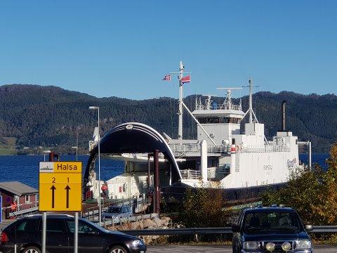 """""""Romsdal"""" har fått problemer med en thruster og er tatt ut av trafikk."""