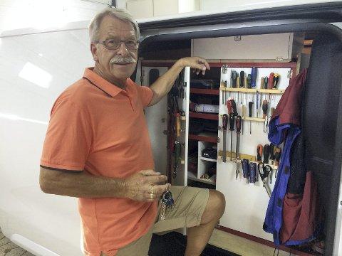 Låsesmeden: Gunnar Kvarsvik har nøkkelbedriften med seg på fire hjul.  En splitter ny firmabil  rommer det meste av det han har bruk for i jobben som låsesmed. Arbeidsdagen starter etter en lang trimtur på morrakvisten i nærområdet sammen med kona Liv.